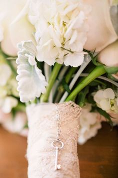Personalized Bridal Bouquets,personalized wedding bouquets,wedding bouquet ideas,personalized wedding bouquet charms,striped wrap wedding bouquet