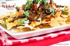 If you're in search of a unique bbq pulled beef recipe, this slow cooker appetizer recipe for Slow Cooker BBQ Brisket Nachos is surely rare! These savory nachos will be a hit at any gathering throughout the year. Slow Cooker Appetizers, Slow Cooker Bbq, Yummy Appetizers, Slow Cooker Recipes, Beef Recipes, Appetizer Recipes, Crockpot Ideas, Yummy Recipes, Party