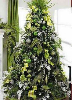 Árbol de Navidad  verde con otros tonos de verde