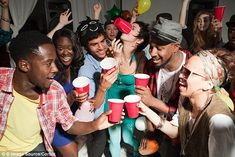 31 Best ideas for party hard drunk people drinks New Fashion, Fashion Tips, Ladies Fashion, Gypsy Fashion, Fashion Clothes, Fashion Ideas, Winter Fashion, Fashion Design, Womens Fashion