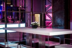 Wechselspiel zwischen Barsituation und Stehtischen 'Ibiza'