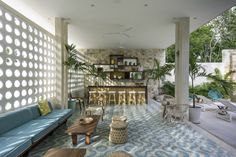 Completed in 2016 in Tulum, Mexico. Images by Arturo Zavala Haag. The Tiki Tiki Hotel Tulum has only fifteen rooms and is surrounded by a magnificent jungle. Its architecture is inspired by the modern architecture. Modern Pools, Mid-century Modern, Interiores Art Deco, Miami Architecture, Casa Hotel, Muebles Art Deco, Tulum Hotels, Beach Hotels, Beach Resorts