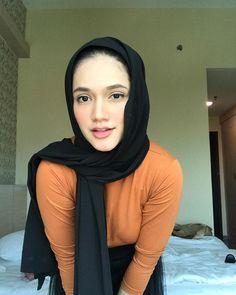 Arab Girls Hijab, Girl Hijab, Muslim Girls, Beautiful Muslim Women, Beautiful Hijab, Hijab Collection, Asian Model Girl, Dark Skin Girls, Hipster Girls