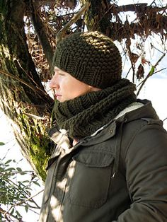 Free Pattern that takes Super Bulky Yarn.  Easy to knit and looks like a beginner level hat.