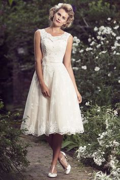 View our range of affordable tea length wedding dresses from Brighton Belle. Featuring vintage style short bridal gowns & unique retro t-length wedding dresses. Short Ivory Wedding Dress, Belle Wedding Dresses, Sell My Wedding Dress, Tea Length Wedding Dress, Tea Length Dresses, Wedding Dress Shopping, Wedding Bridesmaid Dresses, Bridal Dresses, Backless Wedding
