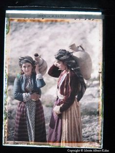 """Kurdish Girls Carrying Water Jars Zakho, Iraq, 11 May """"The Wonderful World of Albert Kahn"""". We Are The World, People Of The World, Old Pictures, Old Photos, Albert Kahn, Religion, Kurdistan, North Africa, Color Photography"""