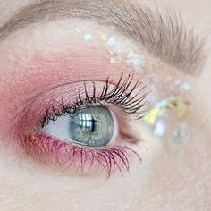Light is attracted to light. I've been having fun playing around with holographic glitter and still loving pink eye make up. #talontedlex