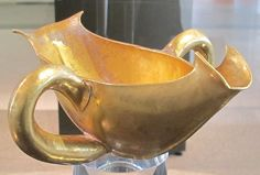 File:Tesoro di priamo, salsiera con doppio manico, oro, cat. 5.JPG