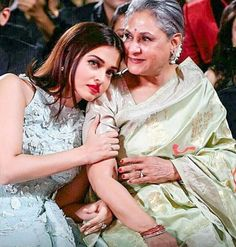 This picture of Aishwarya Rai Bachchan with Jaya Bachchan is going viral for all the right reasons Bollywood Stars, Bollywood Photos, Bollywood Updates, Actress Aishwarya Rai, Aishwarya Rai Bachchan, Amitabh Bachchan, Bollywood Heroine, Bollywood Actress, Indian Celebrities