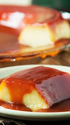 Con una fabulosa cobertura de Caramelo y Chocolate que no podrás creer. Bakery Recipes, Dessert Recipes, Gourmet Desserts, Plated Desserts, Easy Cooking, Cooking Recipes, Cooking Shop, Cooking Bacon, Cooking Ingredients