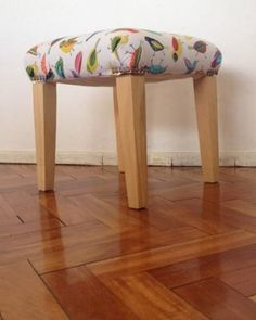 banquitos y banquetas tapizadas - artesanal! Puff, Ideas Para, Stool, Crafts, Diy, Furniture, Home Decor, Upholstery, Hand Painted Furniture