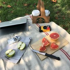 Picnic Date, Summer Picnic, Cute Food, Good Food, Food Goals, Oui Oui, Aesthetic Food, Food Photo, Fruit