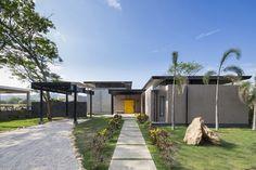 Yellow Door House / NiHu Arquitectos