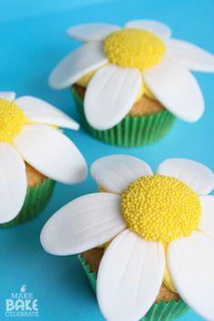 Make bake celebrate daisy cupcakes