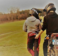 Dirt Bike Couple, Biker Couple, Dirt Bike Girl, Motocross Love, Motocross Girls, Bike Photoshoot, Bike Photography, Photo Couple, Dirtbikes