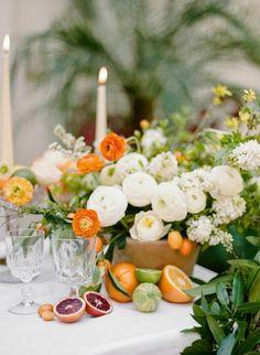 arancio.verde.candele.bianco. http://wewed.it/20-idee-per-un-centrotavola-autunnale