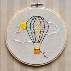 Hot Air Balloon Embroidery Hoop Wall Ornament Heißluftballon Stickrahmen Wand by LittleLDesignsShop on Etsy Embroidery Stitches Tutorial, Embroidery Flowers Pattern, Simple Embroidery, Hand Embroidery Stitches, Embroidery Hoop Art, Crewel Embroidery, Hand Embroidery Designs, Embroidery Ideas, Machine Embroidery