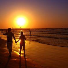 Romantischer Spaziergang am Strand