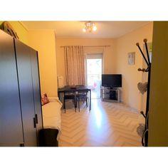 Διαθέτει 1 Υπνοδωμάτιο 1 Κουζίνα 1 Σαλόνι-καθιστικό 1 Μπάνιο Θέρμανση... Conference Room, Table, Furniture, Home Decor, Decoration Home, Room Decor, Tables, Home Furnishings, Home Interior Design