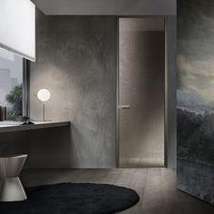 Zen, porta battente con lastra singola, struttura e maniglia in alluminio palladio, vetro maglia gold.
