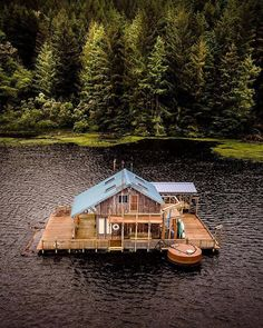 Who doesn't dream of having a floating cabin on a lake? Tag a friend! | http://pieceofwilderness.com