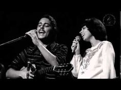 Música linda e, uma interpretação maravilhosa da saudosa Elis Regina. Behind the Door Elis Regina Composition: Chico Buarque, Francis Hime When you looked go...