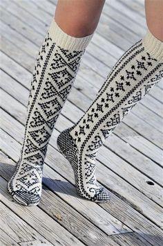 Knitted Socks Free Pattern, Crochet Socks, Knit Or Crochet, Knitting Socks, Hand Knitting, Knitted Hats, Knit Shoes, Sock Shoes, Woolen Socks