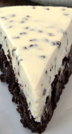 Chocolate Chip Cheesecake with Brownie Crust Recipe ~ Two desserts in one is always a win! Chocolate Chip Cheesecake with Brownie Crust combines brownies and cheesecake for a delightful dessert experience Delicious Cake for everyday Just Desserts, Delicious Desserts, Yummy Food, Awesome Desserts, Cupcake Cakes, Cupcakes, Love Food, Sweet Recipes, Baking Recipes