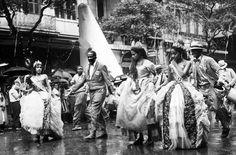 Jamelão (1913-2008), intérprete do samba da Estação Primeira de Mangueira, no desfile em que a escola foi campeã com o enredo Carnaval de todos os tempos  Rio de Janeiro, 4 de março de 1960. Correio da Manhã.