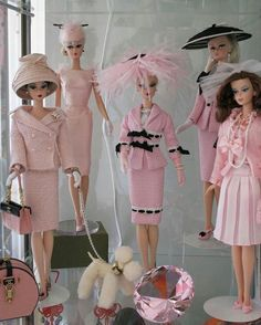 I was collecting barbie dolls when I was a kid. My darling mother made all my Barbie clothes. hehe I love Barbie Barbie Vintage, Vintage Dolls, Vintage Pink, Pink Barbie, Dress Vintage, Manequin, Tout Rose, Everything Pink, Barbie Friends