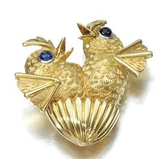 CARTIER   brooch in gold and cabochon sapphires, picturing two chicks.1960