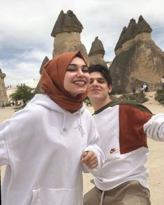 Couple Outfits For Pictures Casual Swag Couples, Cute Muslim Couples, Muslim Girls, Cute Couples Goals, Couple Goals Relationships, Cute Relationship Goals, Couple Goals Teenagers, Hijab Fashionista, Photo Couple