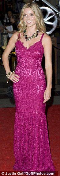 0f7ebc817 Annabelle Wallis in Dolce   Gabbana Vestido Longo