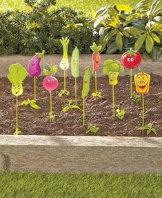 35 Garden Markers Ideas & Images Garden markers: ideas to diy or buy. Fun and funny garden signs, plant tags, plant markers. Vegetable Garden Markers, Garden Plant Markers, Indoor Vegetable Gardening, Urban Gardening, Organic Gardening, Recycled Garden, Diy Garden, Garden Crafts, Garden Projects