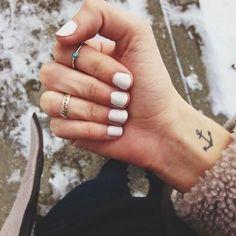 Coucou les filles ! Pas facile de trouver un tatouage qui vous plait vraiment, il faut prendre le temps avant de se décider. Voici une séléction de 112 idée