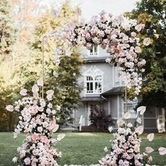 Stunning floral them wedding decoration ideas that will give added color and structure to your reception! These 25 unique floral wedding ideas will surely blow your mind and help you plan your own perfect and stylish wedding venues. Wedding Ceremony Ideas, Wedding Altars, Ceremony Arch, Ceremony Decorations, Wedding Themes, Wedding Designs, Diy Wedding, Wedding Day, Wedding Hacks