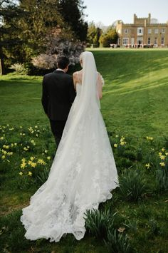 Chic Elegant Wedding Lace Veil Bride http://alexa-loy.com/