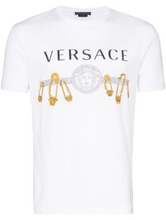 Update your basics with this white safety pin print T-shirt from Versace. Made from cotton, this slim-fit top is just the piece to give your staples a refresh. Featuring a crew neck, short sleeves, a slim fit, and a logo and gold-tone safety pins print. Versace, Camisa Nike, Valentino Camouflage, Arrow T Shirt, Ralph Lauren Logo, Swag Outfits, My T Shirt, Workout Tops, Shirt Designs