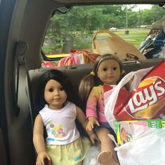 This is how the girls sat in my mom's Jeep from New Jersey to South Carolina 😎 I am praying someone turns my camera in because I have a lot of pictures of Amanda and Abby from the trip (as well as many others!) 😫🙏🏼🙏🏼🙏🏼 #agig #americangirldoll #americangirlbrand #dollstagram #trulyme24 #tm24 #trulyme25 #tm25