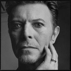 デヴィッド・ボウイ、サラエボに壁画が誕生 | David Bowie | BARKS音楽ニュース