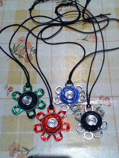 Collares realizados con cápsulas nespresso y anillas de refrescos