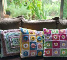 Capa de almofada de crochê: 47 Modelos lindos para decorar Blanket, Crochet, Heart Template, Cape Pattern, Crochet Pillow Covers, Crochet Decoration, Diy Home, Pom Poms, Appliques