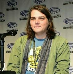Gee at WonderCon 2017<<< Whoa what his hair grows so fast??<< lol yes and it is very pretty :)