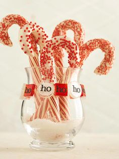 Dressing up the candy cane for Christmas with white chocolate and sprinkles. Neighbor, teacher aid, cross walk, office staff, or simply add to hot chocolate special night desert Christmas Food Gifts, Christmas Sweets, Christmas Goodies, Christmas Candy, Holiday Treats, Christmas Baking, Simple Christmas, Holiday Fun, Holiday Gifts