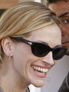 4dde9be704 Julia Roberts wearing the best sunglesses in the world