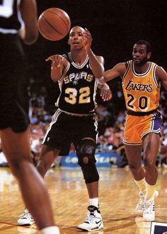 Sean Elliott, who played for the San Antonio Spurs from 1989 to 1993 and 1994 to 2001.