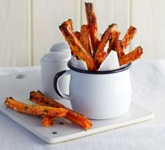 carrot fries Want to be healthier but can't give up chips? Try these low-fat, crispy baked carrots with tarragonWant to be healthier but can't give up chips? Try these low-fat, crispy baked carrots with tarragon Bbc Good Food Recipes, Snack Recipes, Cooking Recipes, Yummy Food, Veggie Recipes, Keto Recipes, Healthy Recipes, Vegetarian Meals For Kids, Kids Meals