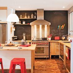 Cuisine au look industriel rétro - Cuisine - Inspirations - Décoration et… Looks Vintage, Decoration, Sweet Home, Layout, Copyright, Design, Furniture, Home Decor, Apartment Ideas