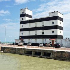 The lighthouse of Senigallia. // Il faro nel porto di Senigallia | Marche con la sua architettura black and white ci ha colpito molto.