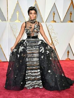 Janelle Monáe at 2017 Oscars Dress by Elie Saab Couture, jewels by Forevermark Diamonds, shoes by Brian Atwood, crown by Jennifer Behr, clutch by Jimmy Choo. Oscars 2017 Red Carpet, Oscars Red Carpet Dresses, Jessica Biel, Charlize Theron, Celebrity Red Carpet, Celebrity Style, Vestidos Oscar, Oscar Verleihung, Vogue Portugal